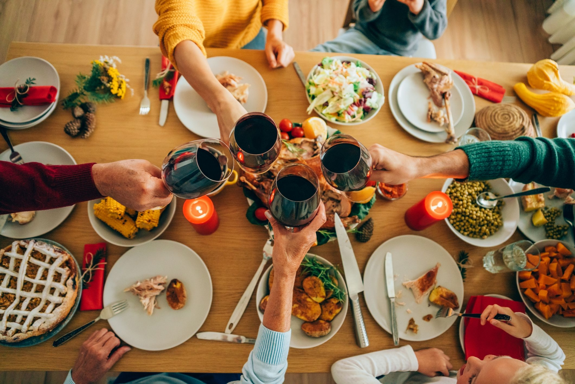 Thanksgiving gathering (Photo: Country Living Magazine)