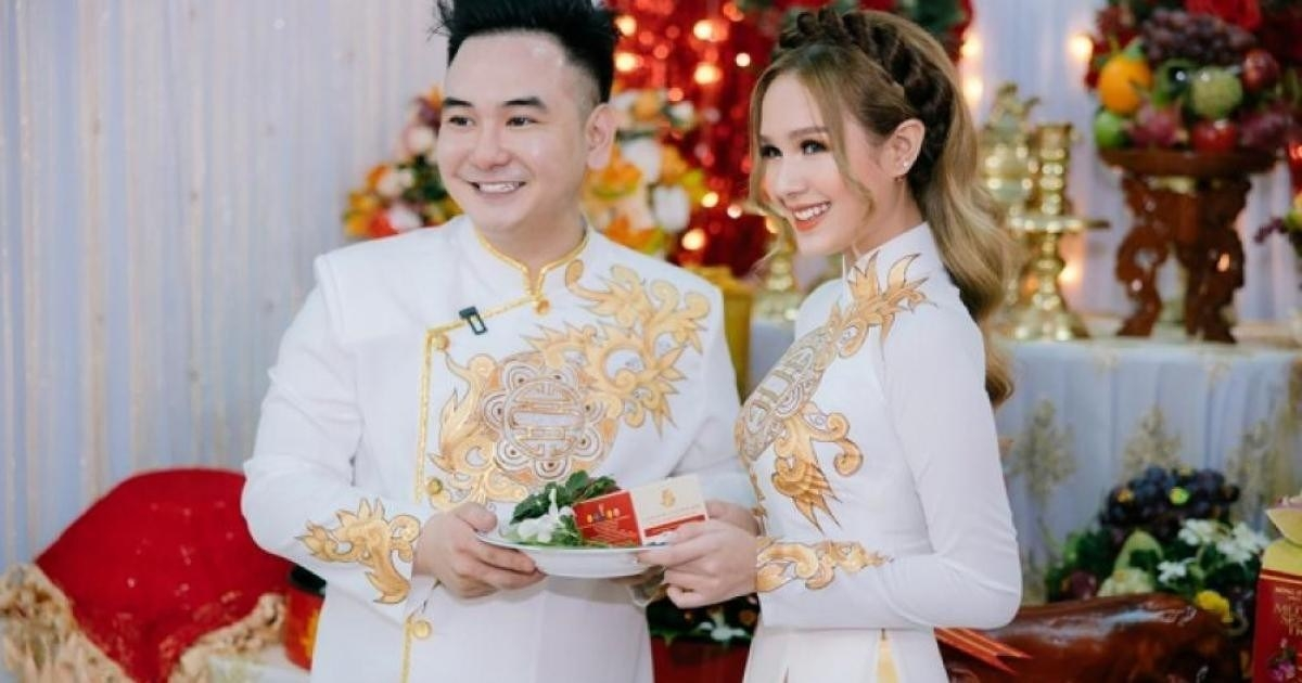 Xemesis and his 18-year-old wife (Photo: Vietnam Insider)