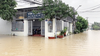 1500 residents in nha trang evacuate over flooding fear