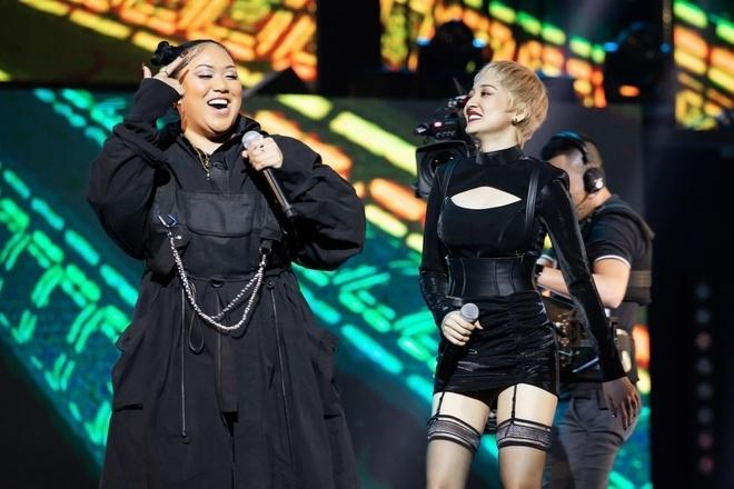 Karma and Vietnamse singer Bao Anh at Zing Music Awards 2019 (Photo: Vietnamnet)