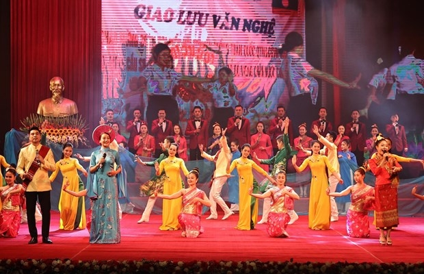 A singing and dancing performance at the ceremony (Photo: VNA)