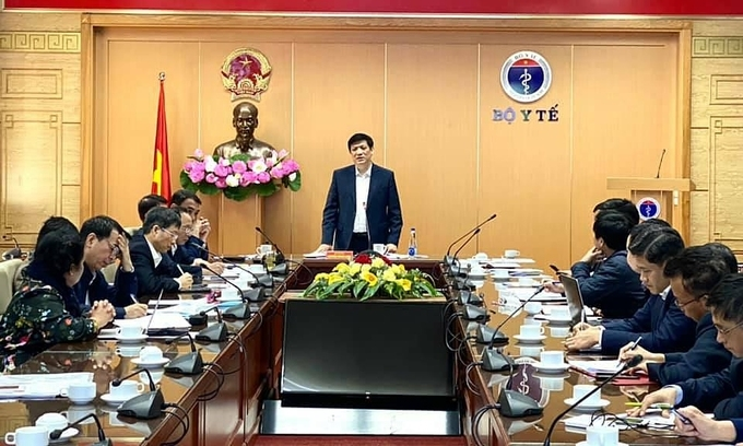 Health minister nguyen thanh long at the meeting on december 5 (photo: vietnam ministry of health)