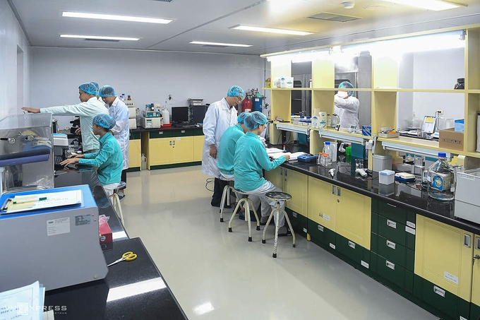 Vietnamese researchers at Vabiotech company working on COVID-19 vaccine (Photo: VNE)
