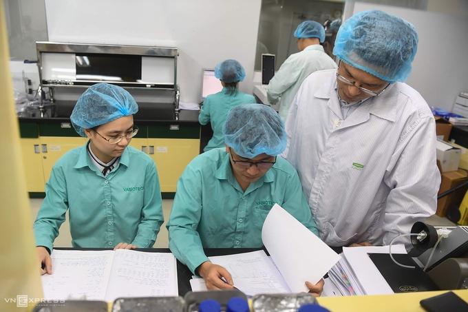 COVID-19 vaccine developers at Vabiotech company (Photo: VNE)