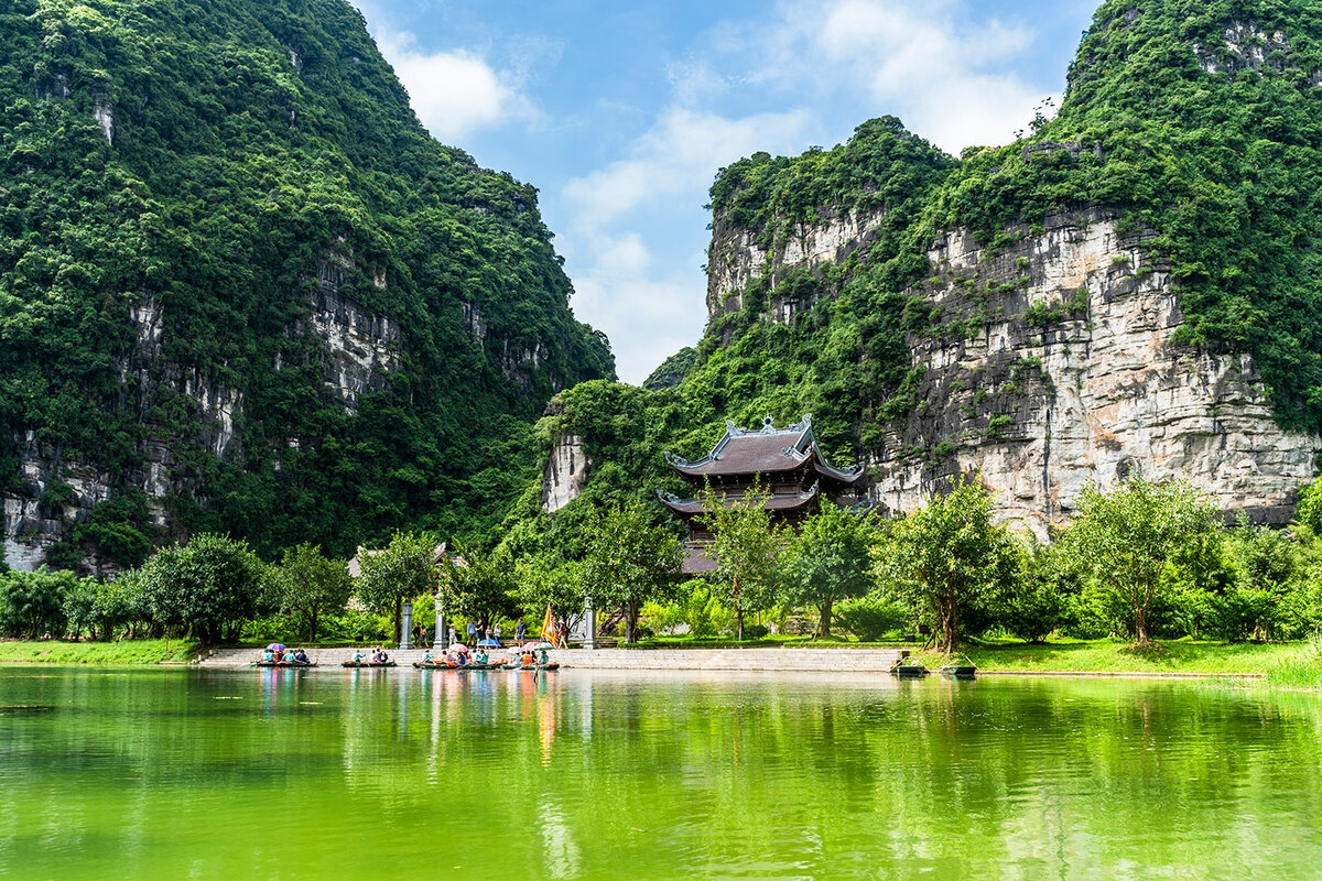 Get a chill weekend with a trip to Trang An