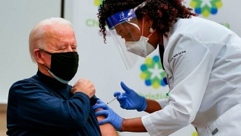 world breaking news today december 22 joe biden receives covid vaccine on live television