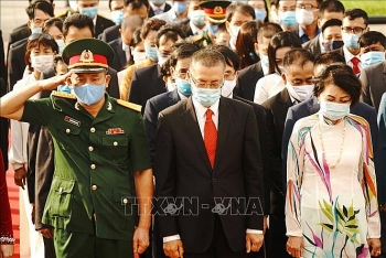 vietnamese leaders pay tribute to fallen soldiers in cambodia