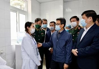 deputy pm visits vietnams first covid 19 vaccine volunteers