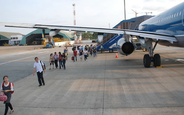 Passengers arrive at Tan Son Nhat international airport (Photo: Nguoi Lao Dong)
