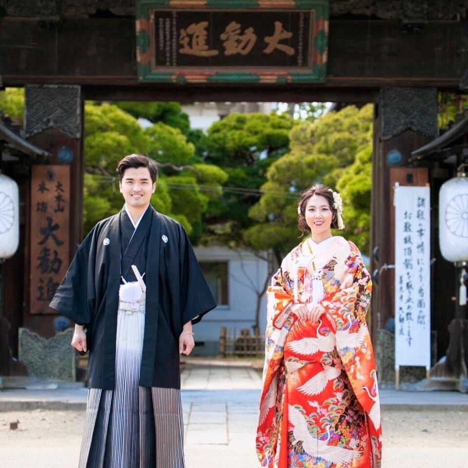 Trinh Duc Nhat and his wife in Japan's traditional costumes (Photo courtesy of Trinh Nhat Nam)