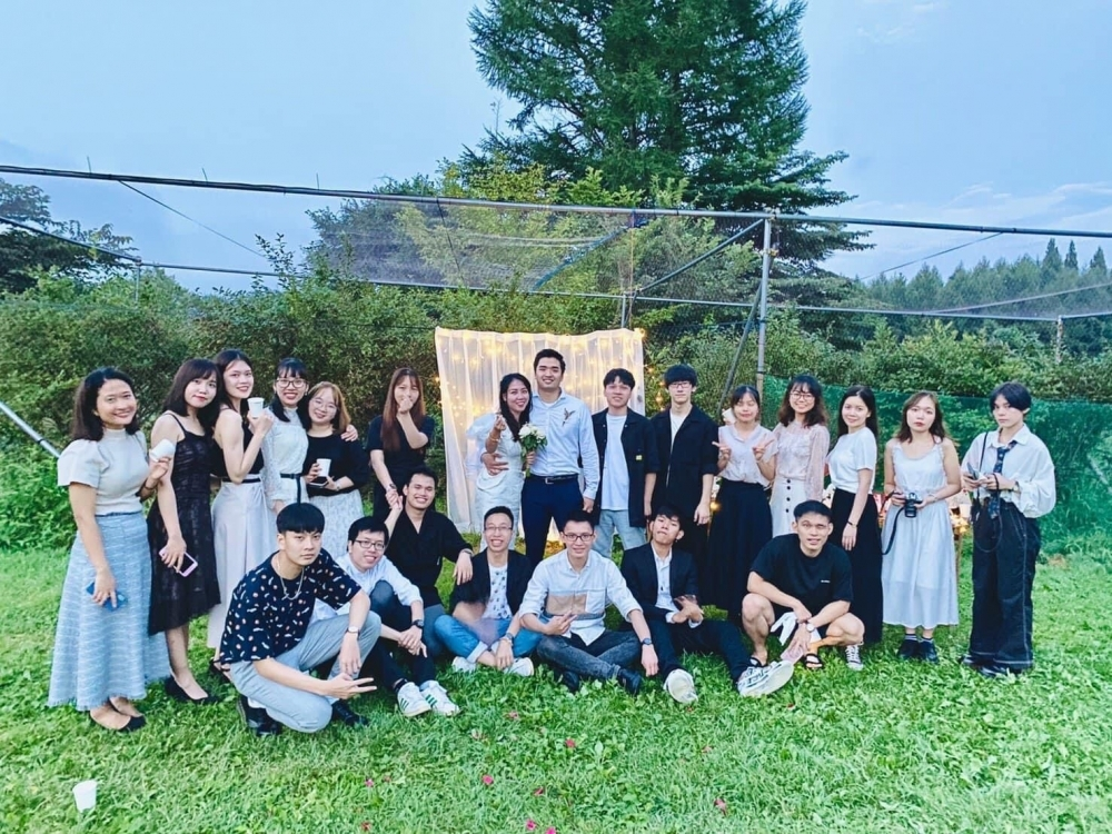 Nhat held a small wedding with the attendance of friends in Japan