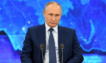 Vladimir Putin to receive Russia's Sputnik V vaccine