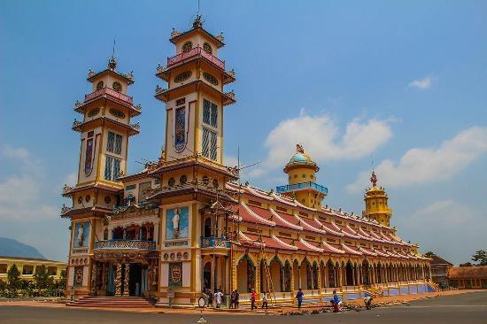 0951-famous-pagodas-in-vietnam-2