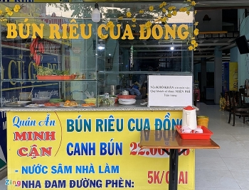 kindness story hcmc eatery gives out free crab vermicelli for poor people