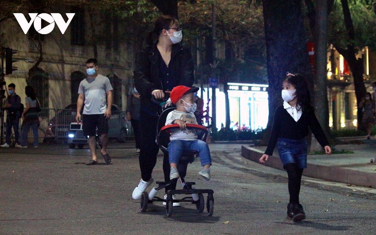 In photos: Hanoi reopens weekend pedestrian zone in Old Quarter