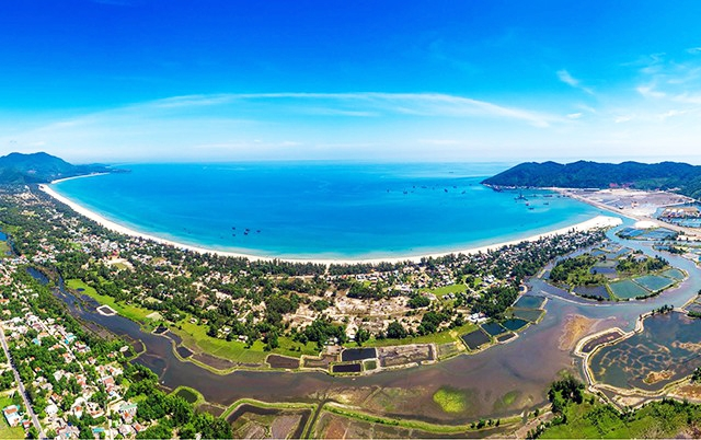 An aerial view of Lăng Cô Bay look from the upper Hải Vân Pass in the central Thừa Thiên-Huế Province. Photo courtesy of local Department of Tourism