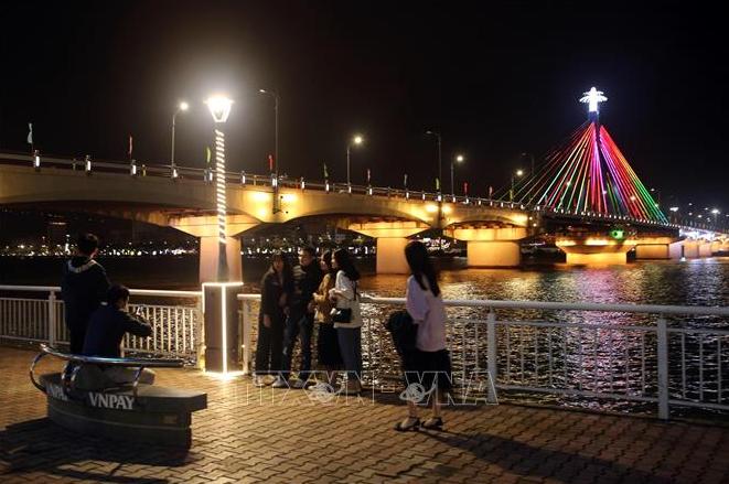 da nang re operates nightlife activities on han river