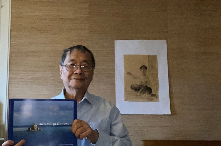 Vietnamese French published 200-page photo book about homeland
