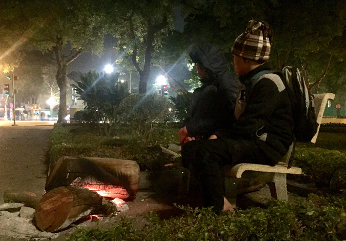 young volunteers work overnight to rescue homeless children in hanoi