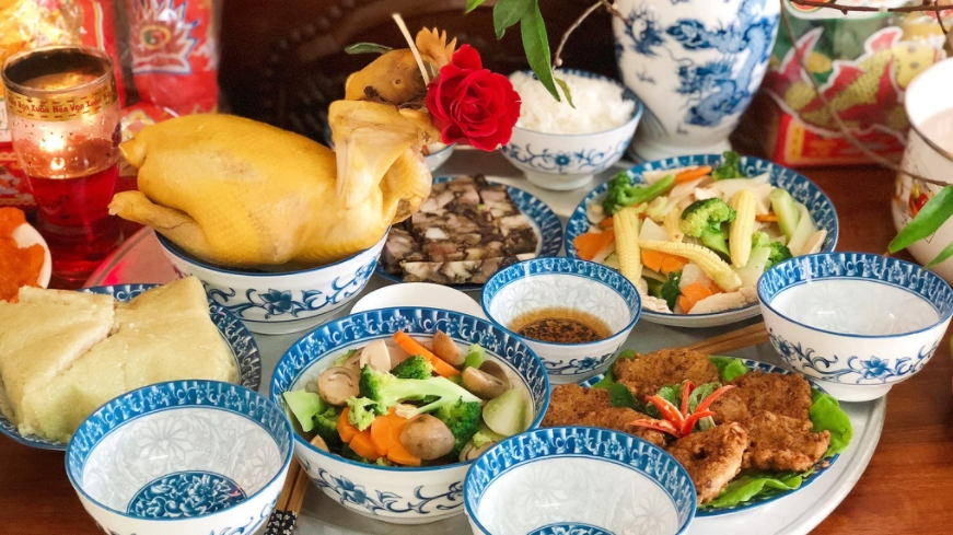 Worshiping tray on Kitchen God Day in different regions of Vietnam