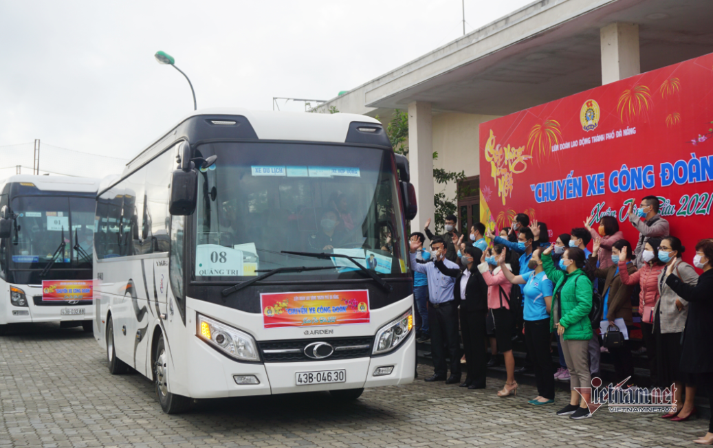 zero dong bus trip brought 3000 workers in da nang to their hometown on tet holiday