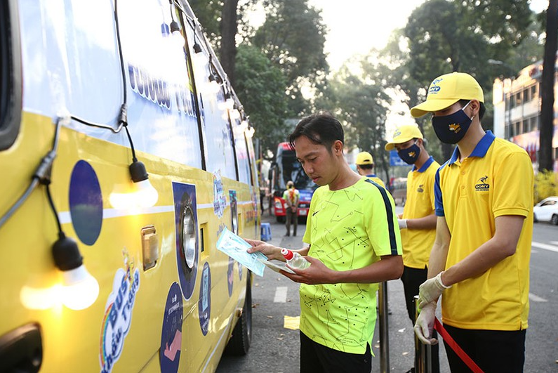 hcmc buses gives out 100000 free medical masks to citizens