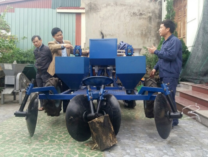 vietnamese farmer who just finished grade 7 invents robot for exporting