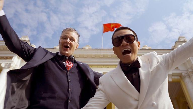 us ambassador in vietnam sent tet wishes in rap viet style video