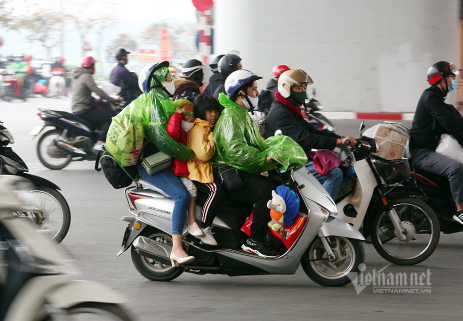in photos motorbikes that take family back to hanoi after tet