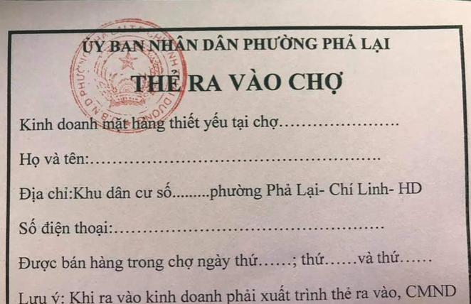 citizens in pandemic hit chi linh city given shopping cards during the distancing time