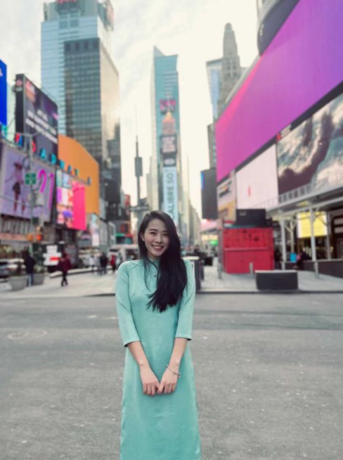vietnamese americans tet in frosting weather wear ao dai times square