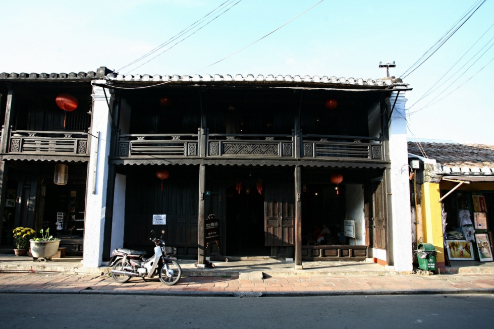 inside an 240 year old house of hoi an
