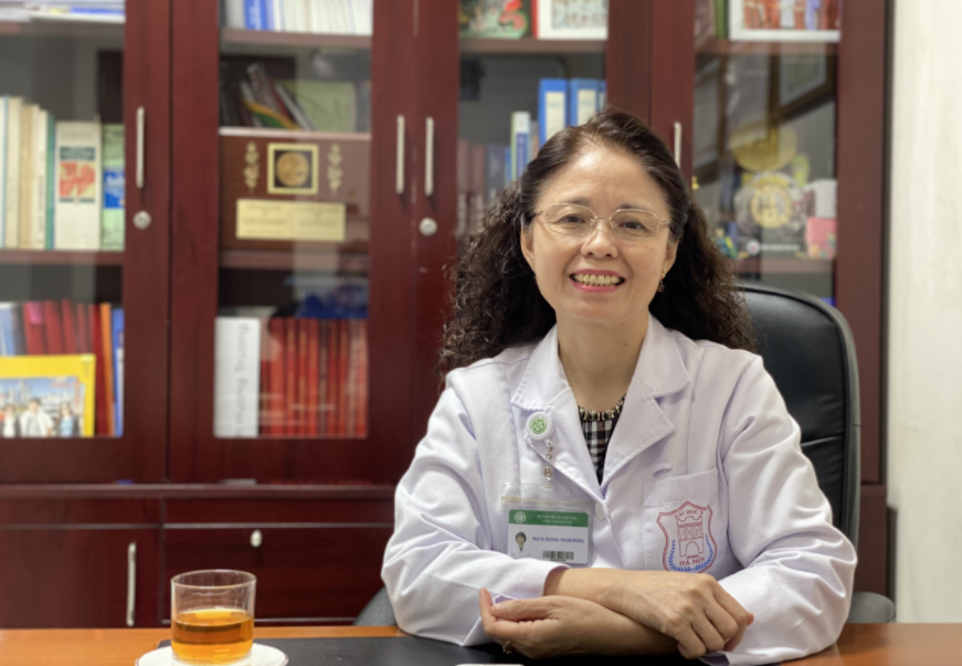 Vietnamese female awarded lecturer devoting whole life to science & education