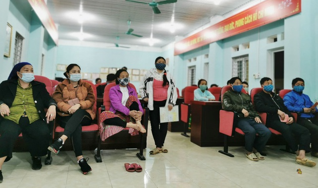 vietnamese residents in highland province spend nights to register citizen id
