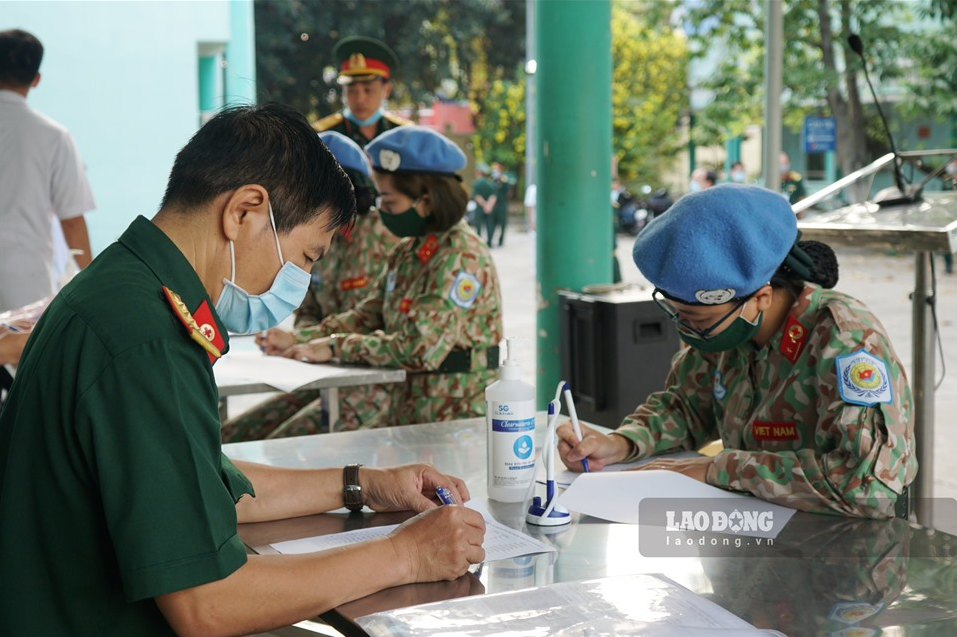 photo peacekeeping force injected with covid 19 vaccine before leaving for south sudan