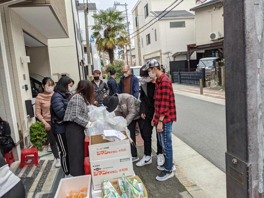 Osaka-Vietnam Friendship Association support Vietnamese struggling in Japan