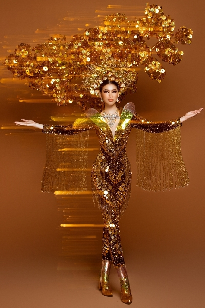 VN's representative at Miss Grand International got applauses for National Costume walk