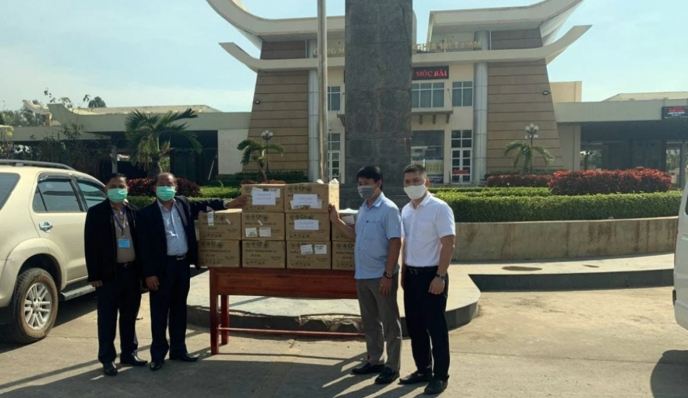 Vietnam gave 80.000 face masks as gifts to Cambodian People