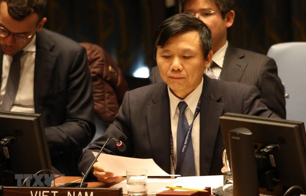 vietnam supports all initiatives efforts helping with middle east peace process