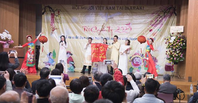 vietnamese community becomes second largest expat group in japan