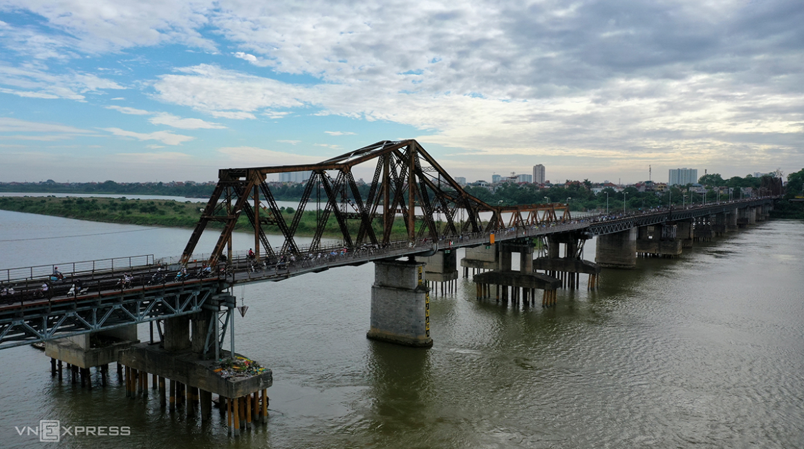 Hanoi's historic Long Bien Bridge slowly becoming history