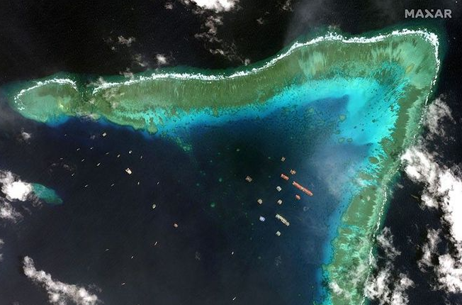 How many remained Chinese vessels docking near Whitson Reef, video