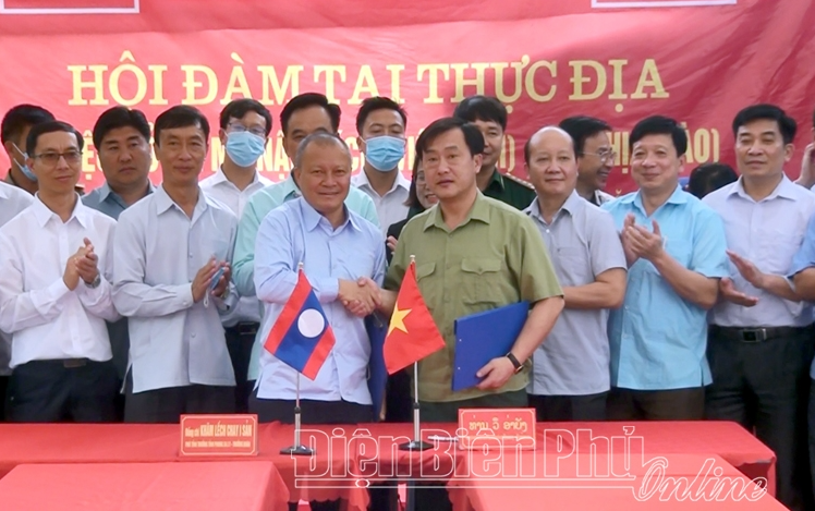 Vietnam-Laos holds talks to open crossing point at 65th border mark area