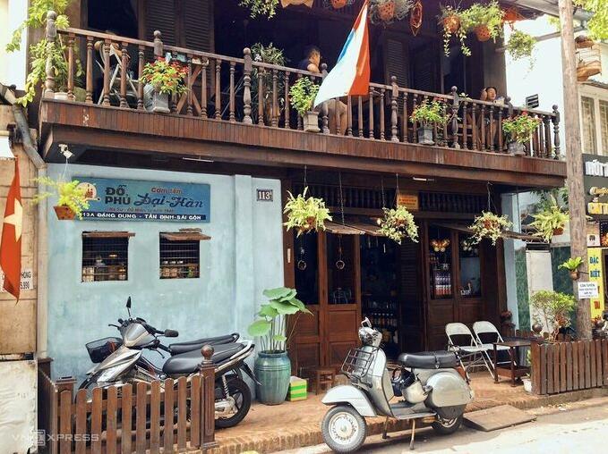 Humble restaurant brings back old-times Saigon memories