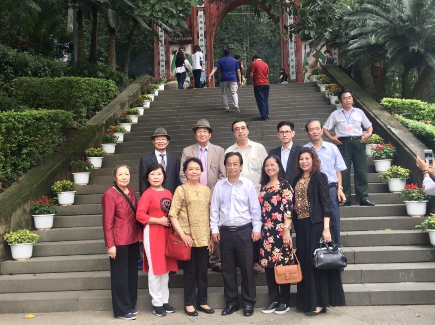 ALOV and overseas Vietnamese visit Hung Kings' Temple