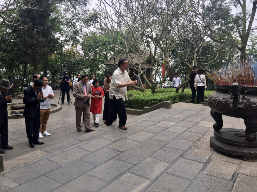 ALOV and overseas Vietnamese visit Hung Kings' Temple