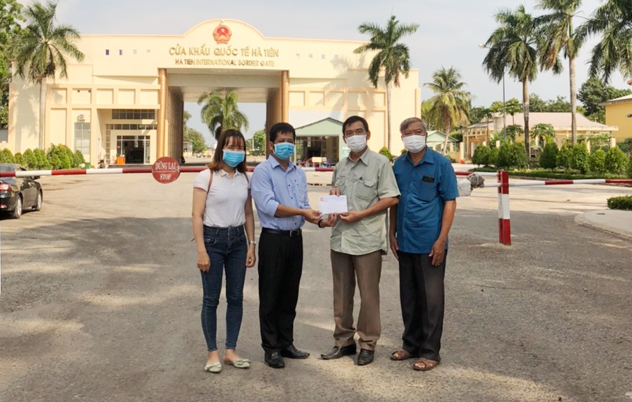 Kien Giang gifts USD 15,600 to poor Vietnamese-born and local citizens in Cambodia