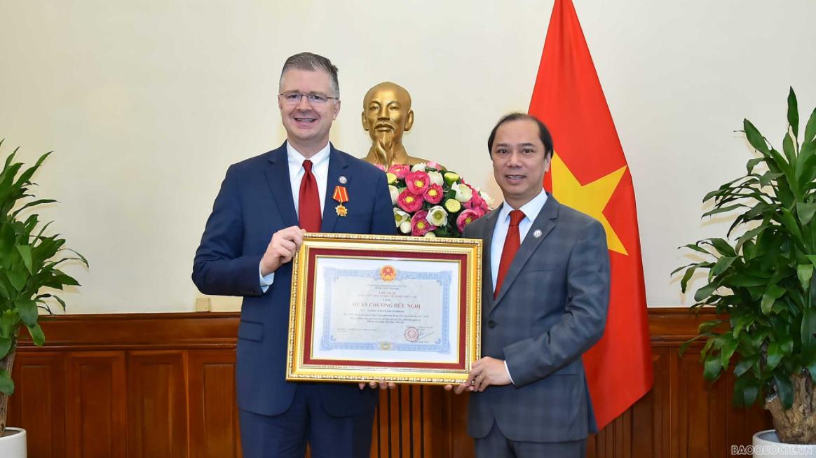 Friendship Order granted to US Ambassador Daniel Kritenbrink