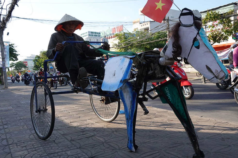 Can Tho man got fame for making horse-like bike with only 4,3 dollars