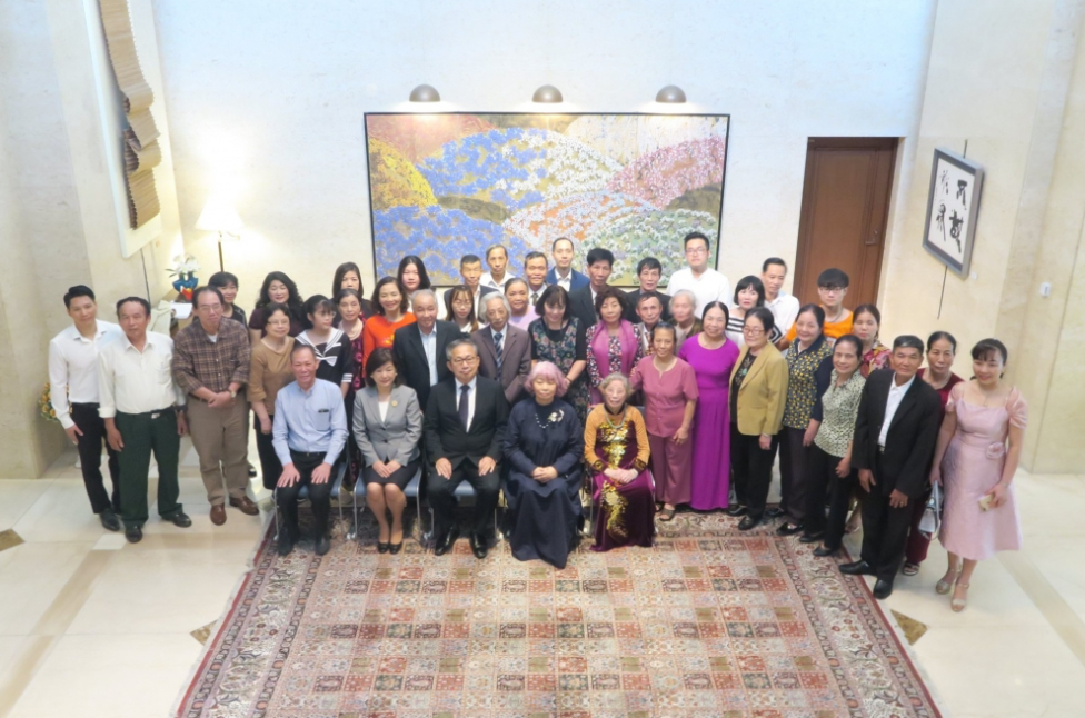 Japan Ambassador meets Japanese veteran families in Vietnam